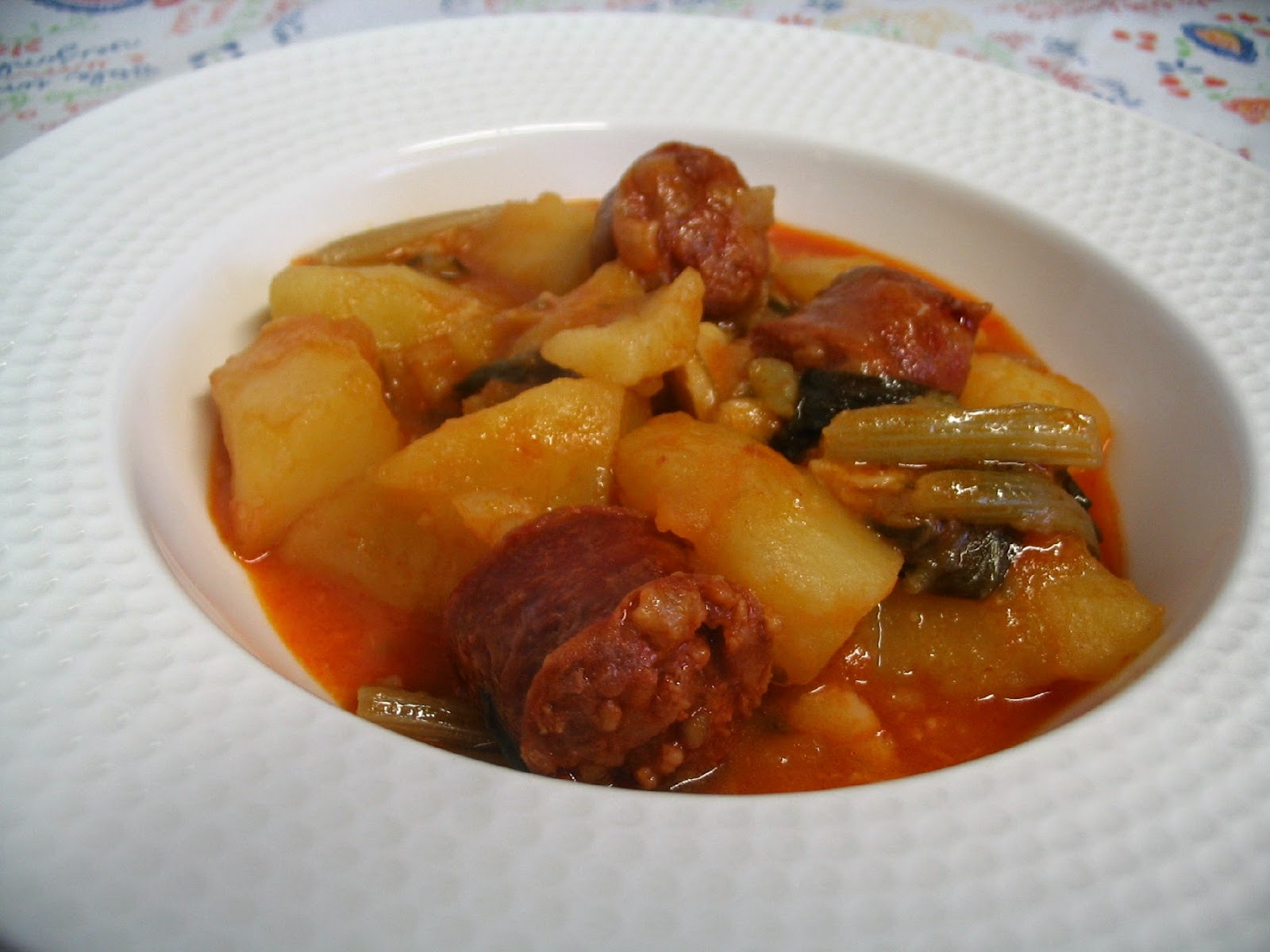 La cuchara curiosa patatas con chorizo y acelgas - Judias con chorizo y patatas ...