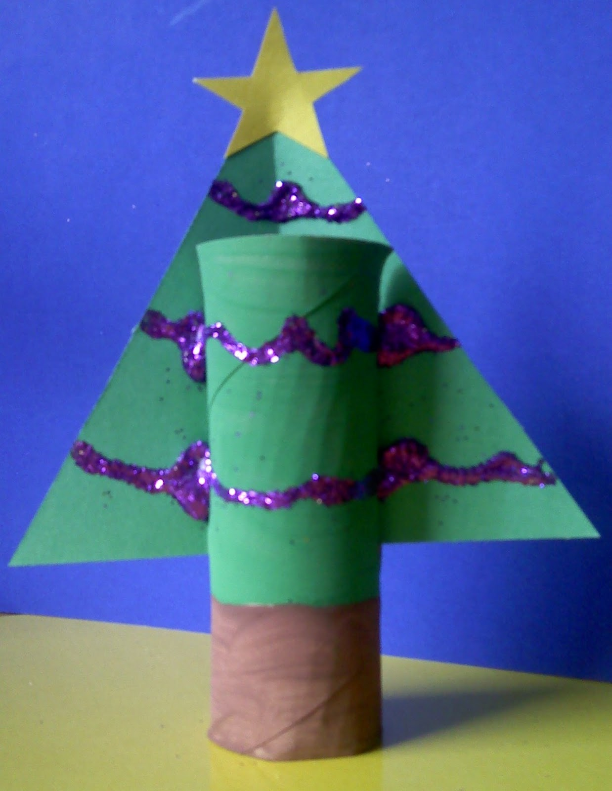 Crafts for preschoolers paper towel roll christmas tree for Crafts made out of paper towel rolls