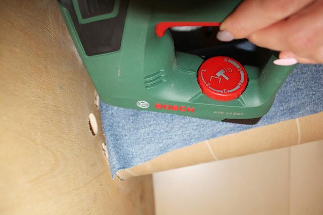 zszywacz akumulatorowy bosch, jak używać zszywacza do tapicerowania, tapicerowanie mebli krok po kroku,jak szlifować drewniane powierzchnie, krok po kroku DIy, zrób to sam majsterkowanie