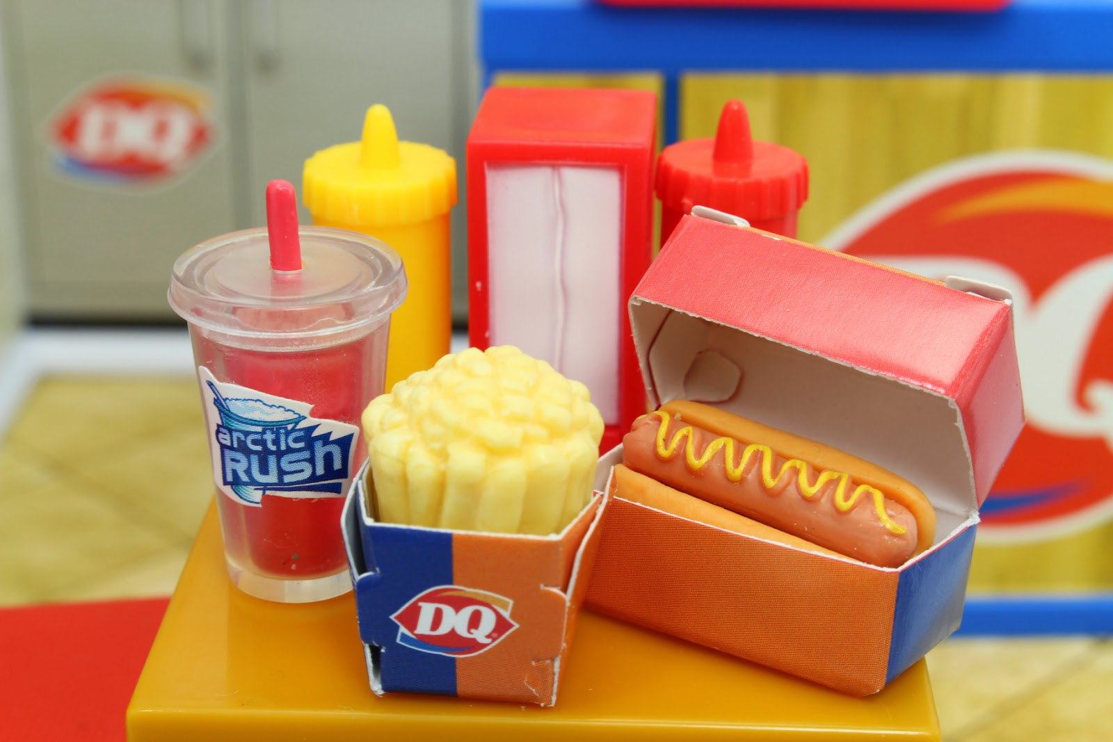 Dairy Queen Toys : Miniature monday miworld toys dq edition