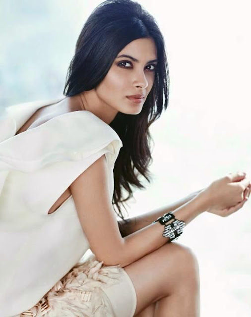 Hot Diana Penty to star opposite Abhay Deol in Dolly Lahore Mein
