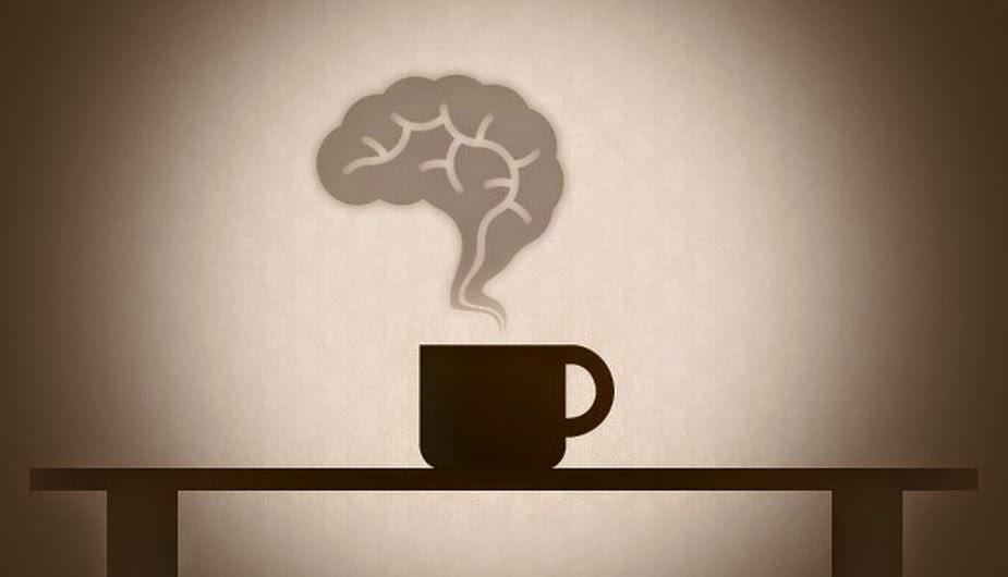 taza de café y cerebro