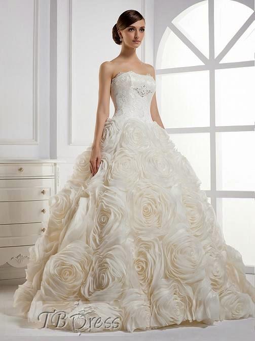 Robe de mariée avec fleurs,dévoile totalement la féminité et l\u0027élégance des  femmes.Robe de mariée à lacets serré à la taille, sublime naturellement la