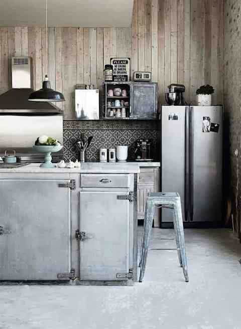 Industrialna kuchnia, industrialne meble kuchenne, metalowy taboret srebrny
