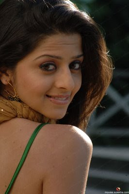 Vedika-Hot-Tamil-Actress