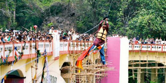 Syailendra Nath Roy tewas saat meluncur di atas tali dengan rambutnya