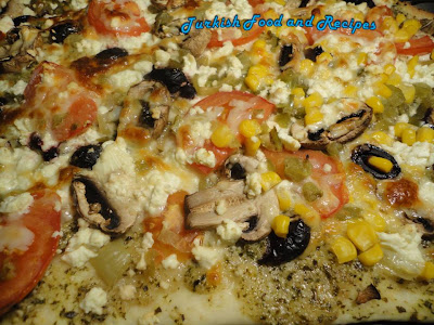 Mediterranean homemade pizza akdeniz usulu pizza for Akdeniz turkish cuisine