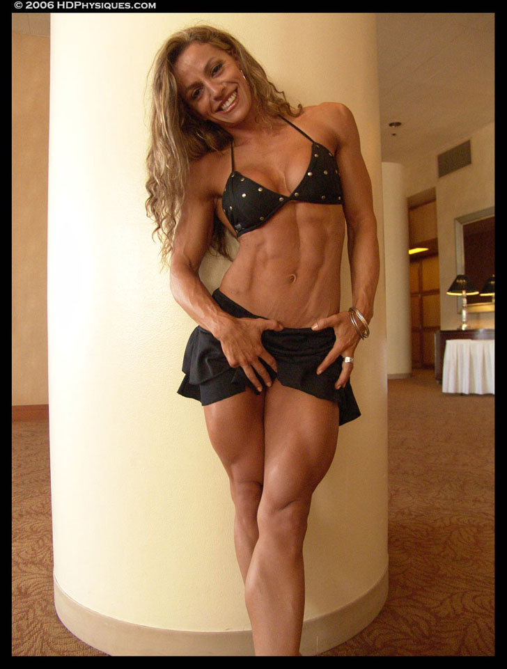 Juliana Malacarne Flexing Her Ripped Abs And Muscular Quads