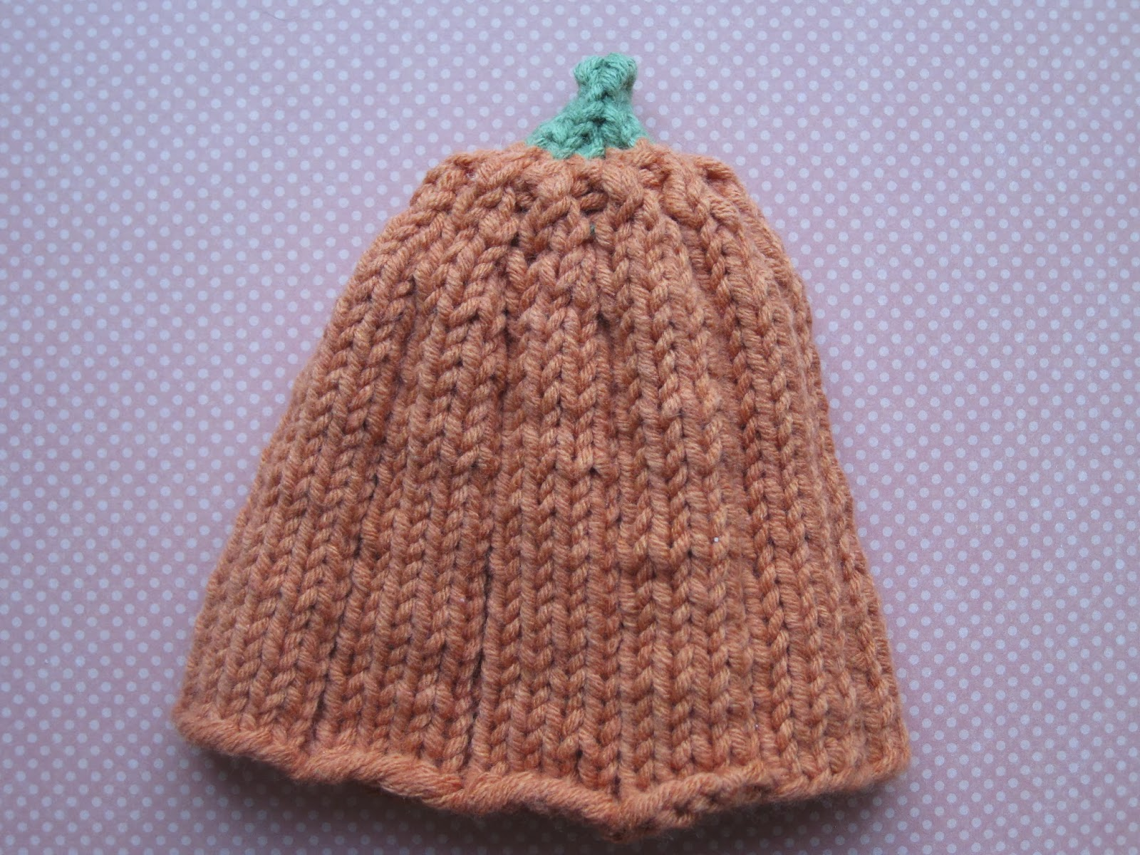 Patterns For Knitted Baby Hats : Oma Socks: Newborn Pumpkin Hat Knitting Pattern