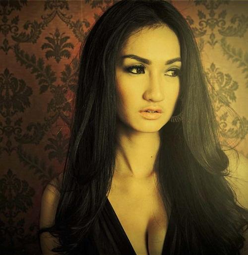 Foto seksi Tengku Dewi