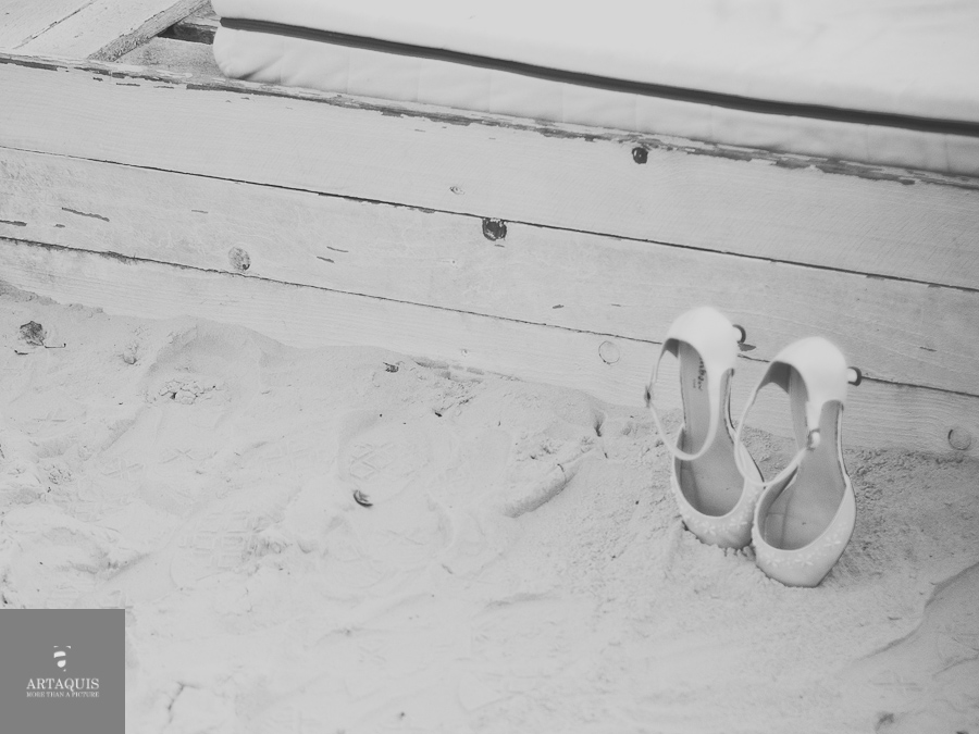 styled shoot at a german beach in cologne | away for a second | shoes in sand
