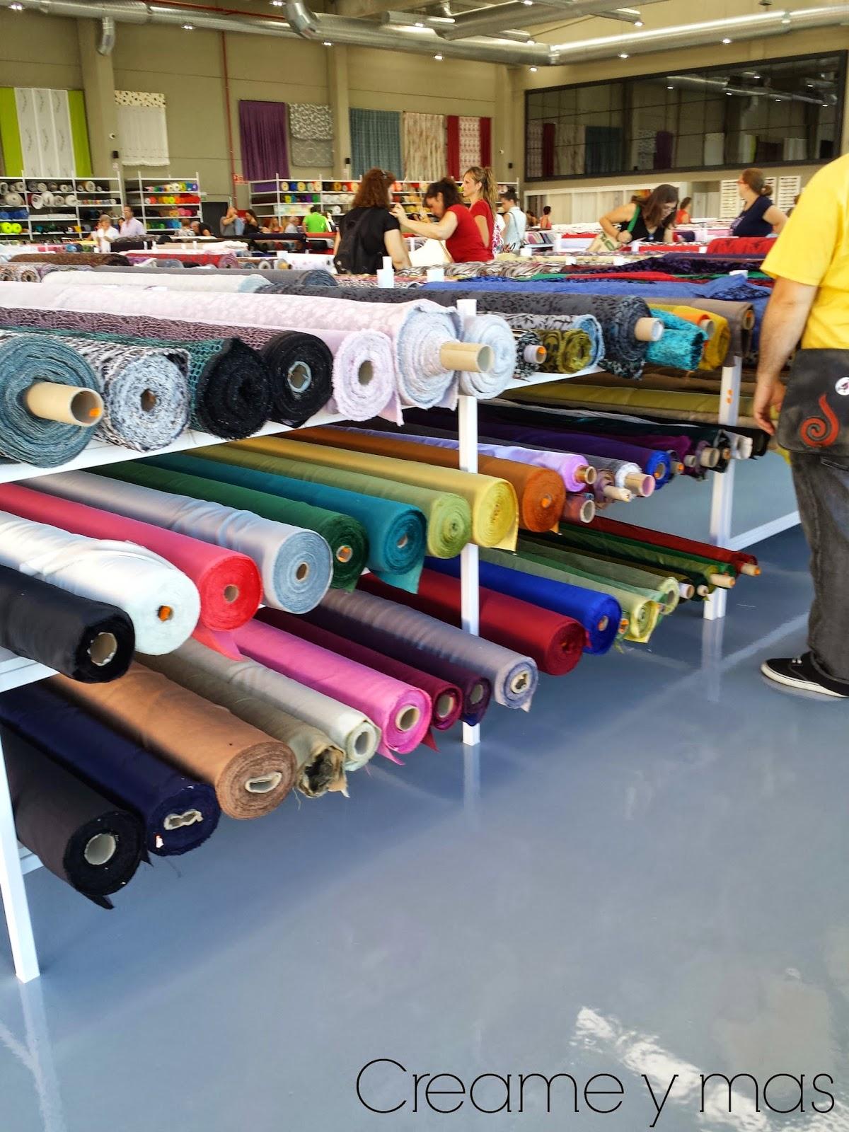 Cuando Voy A Una Tienda Lo Que Más Me Gusta Ver Son Los Colores Y Texturas,  Por Eso No Me Pude Ir Sin Hacerle Una Foto A Los Rollos De Fieltro.