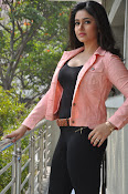 Poonam Bajwa latest sizzling photos-thumbnail-7