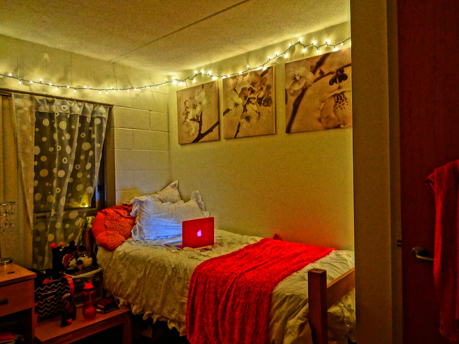 Moroccan beauty secrets how i decorate my university dorm for Hanging bedroom