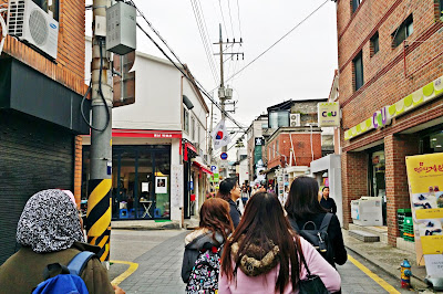 It's tucked inside narrow alleys, which is quite nearer to Holly Go Studio | www.meheartseoul.blogspot.sg