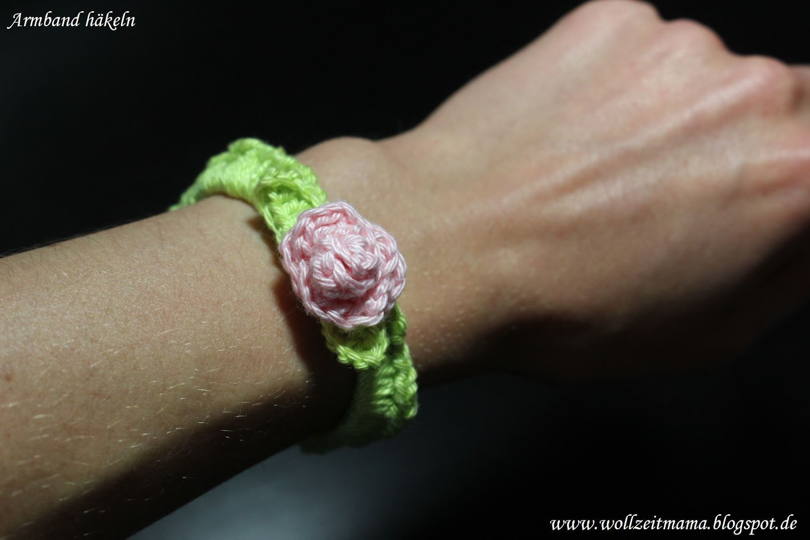 wollzeitmama armband mit rose h keln. Black Bedroom Furniture Sets. Home Design Ideas