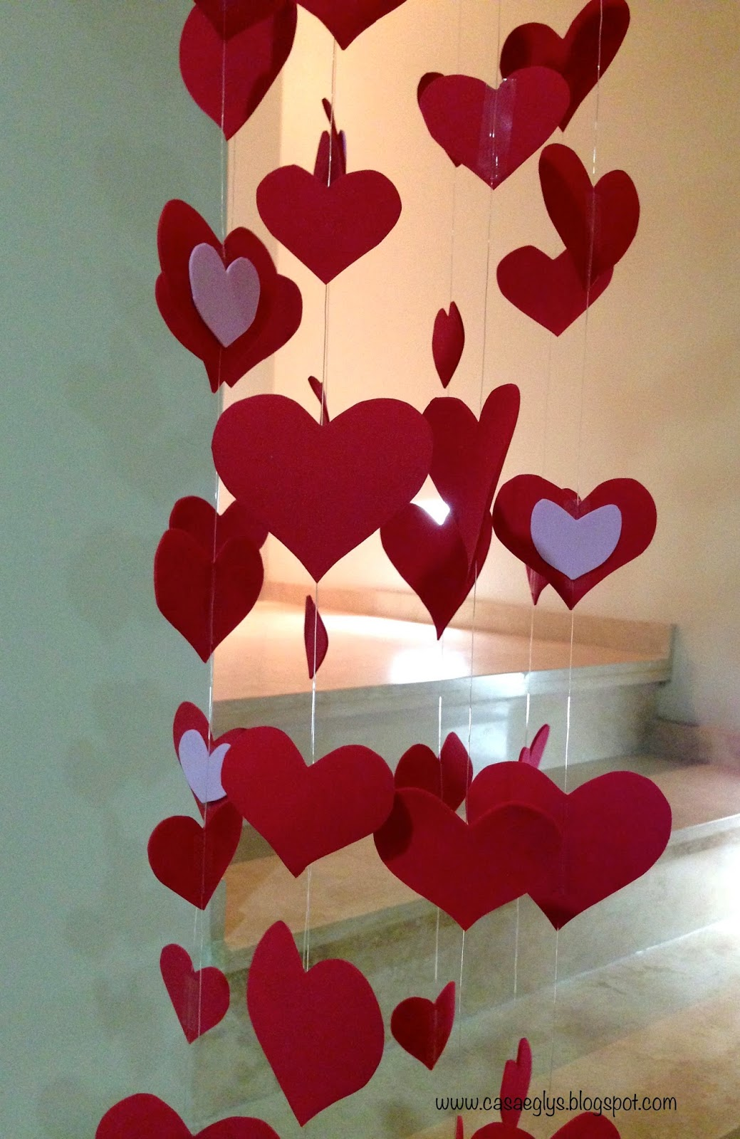 Casa eglys diy m vil de corazones for Decoracion para pared san valentin