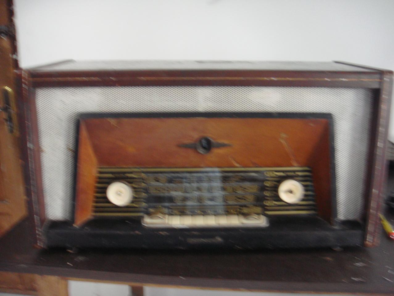 TOKO BARANG ANTIK Radio Tabung BENCE