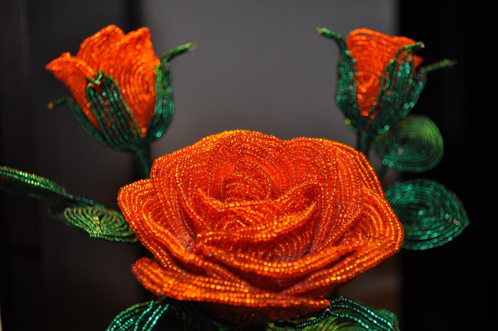 Роза из бисера в горшочке