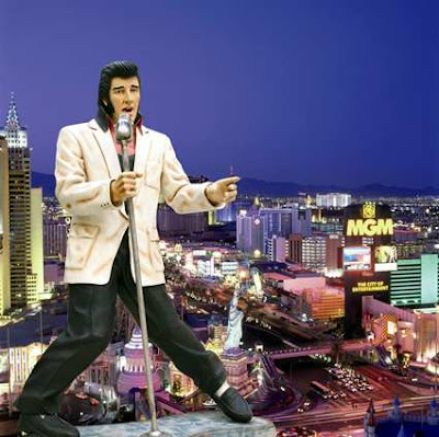 Statue of Elvis Presley in the lobby of Embassy Suites Las Vegas
