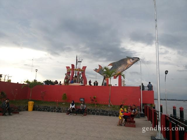 Patung Ikan Jelawat, maskot khas Sampit