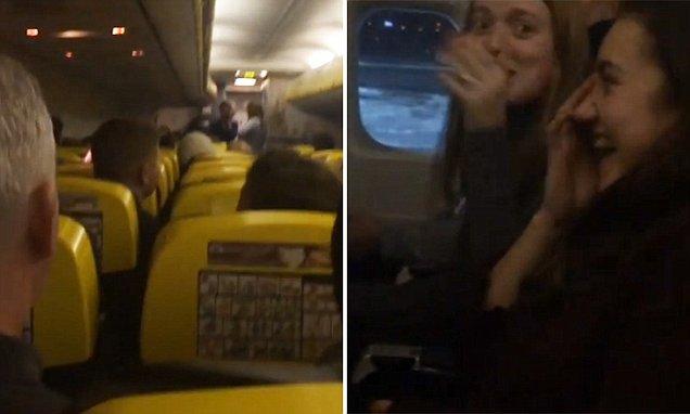 """Pengumuman """"Kita tak mahu mati"""" cetus kekecohan penumpang"""