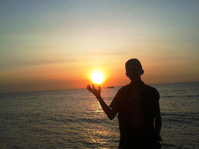 Aku menyapamu, sunset