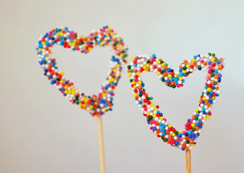 Cute DIY heart sprinkles cake toppers