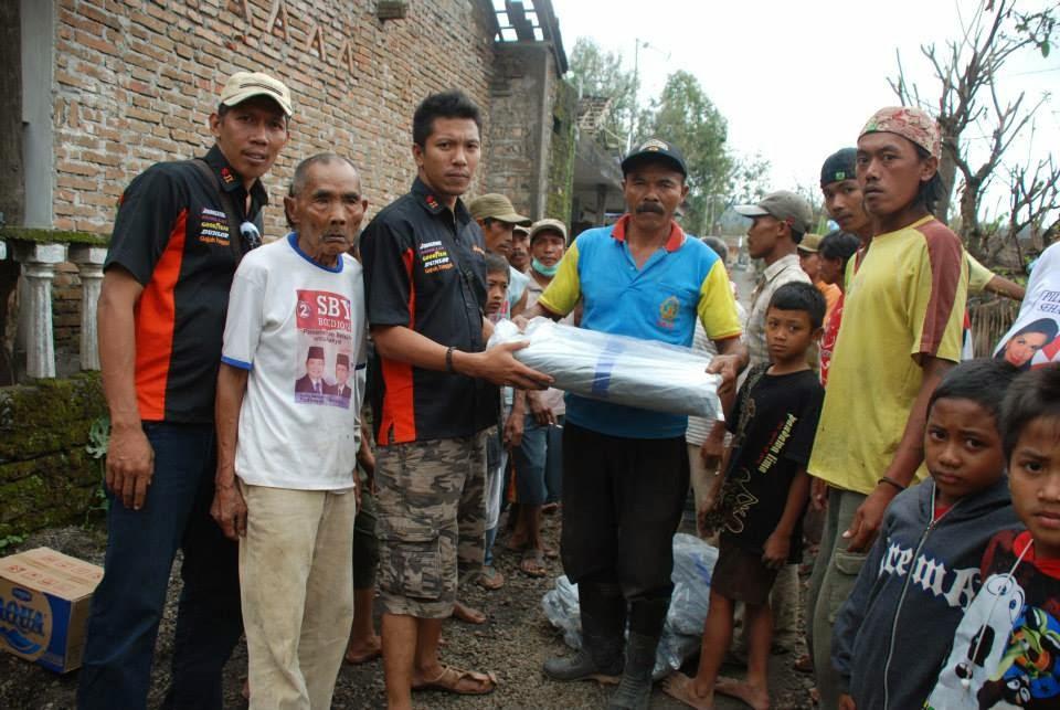 Wakil ketua 4x4 sby kaji Davit memberikan bantuan ,smoga bermanfoat ya bos