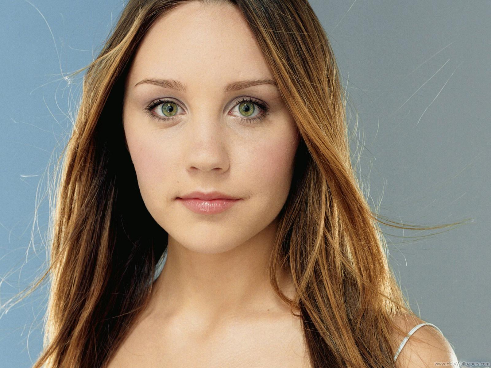 http://4.bp.blogspot.com/-x6gI3g46-7s/Tvx3qNapDVI/AAAAAAAABYU/BmgYXywrcQg/s1600/amanda_bynes_hollywood_actress_wallpaper-06.jpg