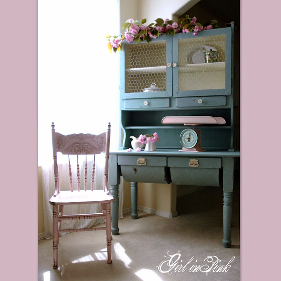 How to create a shabby chic finish on a cabinet- Girl In Pink- Treasure Hunt Thursday Highlight