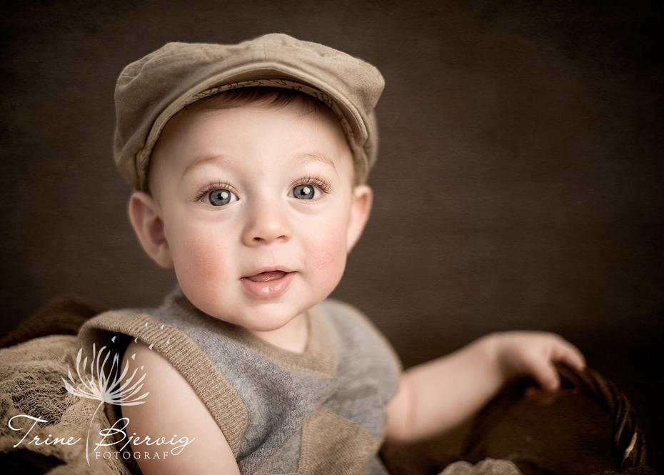 barnebilder av liten gutt, fotografert av barnefotograf Trine bjervig i fotostudio i tønsberg, vestfold