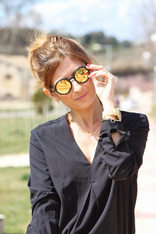 Shorts de lunares. Look con coleta. A trendy life.