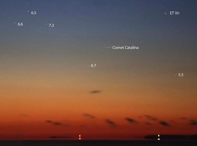 Sao chổi Catalina cao trên hồ Superior gần thành phố Duluth, bang Minnesota, nước Hoa Kỳ vào 5 giờ 55 phút sáng 22 tháng 11 năm 2015. Tác giả : Bob King.