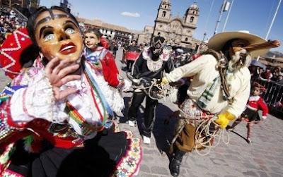 Pasacalle por Día Mundial del Teatro en el Cuzco - Perú