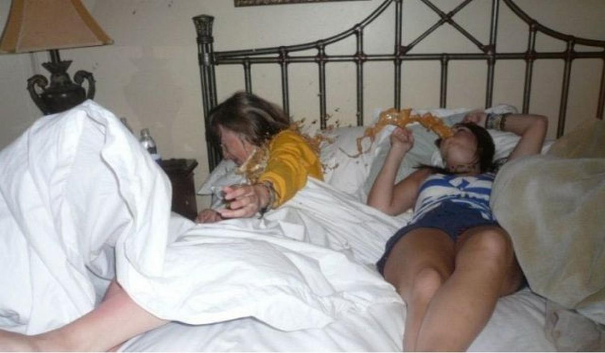 Спящие голые пьяные бабы видео 52