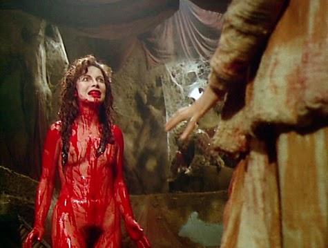 Algo famoso de la cinta Alucarda es la sangre y el gore