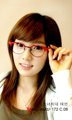 taeyeon+with+glasses.jpg