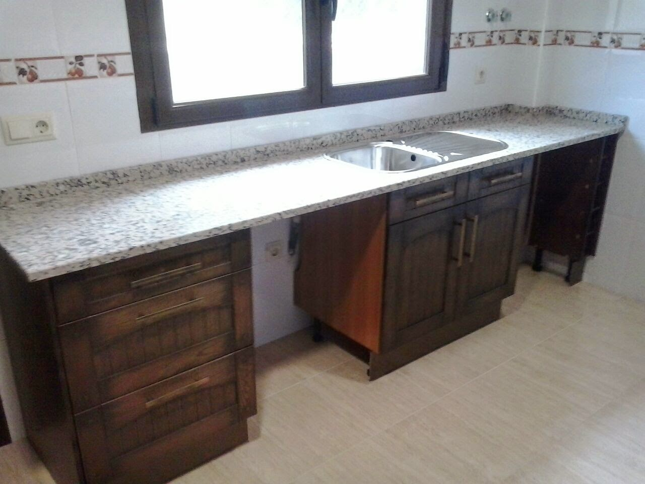 Cocina en madera maciza encimera granito rosavel 3 cms - Encimera madera maciza ...