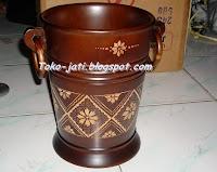 http://toko-jati.blogspot.com/2013/02/tempat-sampah-unik.html