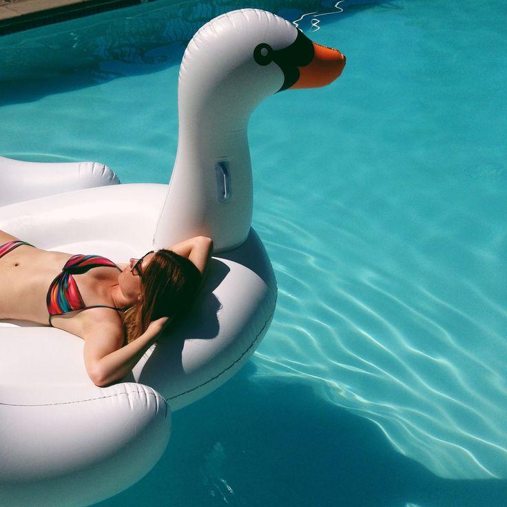 Flotadores_de_moda_para_la_piscina_y_la_playa_The_Pink_Graff_04