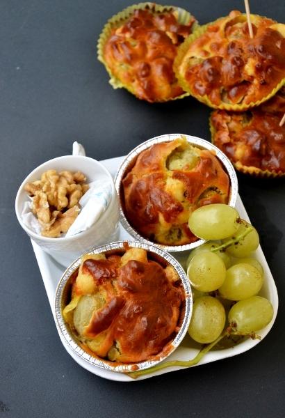 muffin salati con uva, pecorino e noci