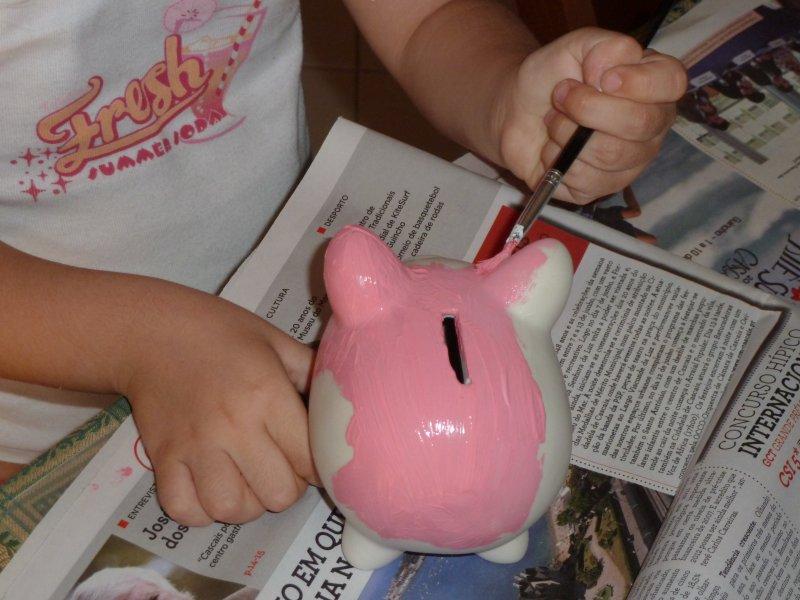 A pintar o porquinho