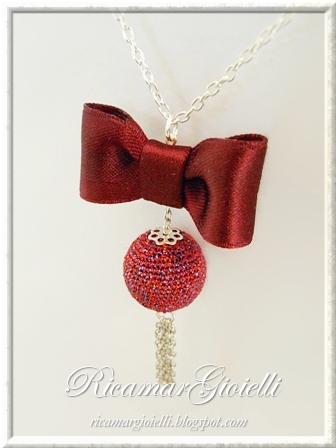 collana con fiocco di raso e perla rivestita al crochet