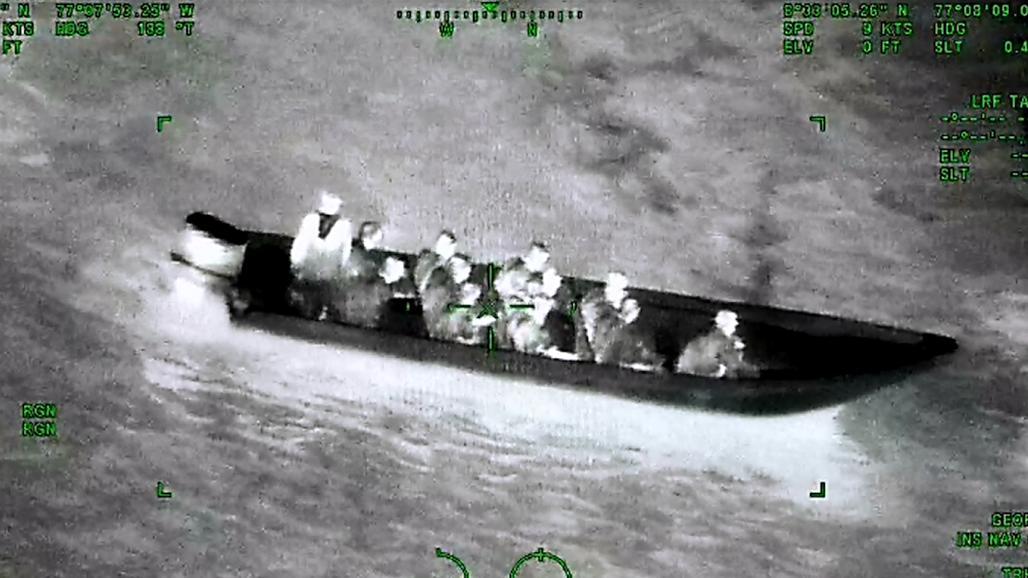 En las últimas horas, dos operaciones conjuntas entre la Fuerza Aérea Colombiana y la Armada Nacional arrojaron como resultado la inmovilización de dos lanchas rápidas Go-Fast con inmigrantes ilegales y cocaína.