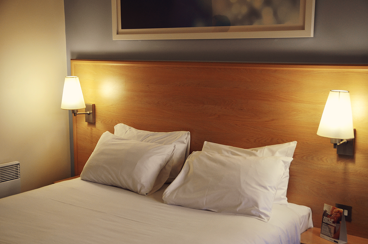 comfy bed, travelodge, york central, fluffed pillows, kingsize room