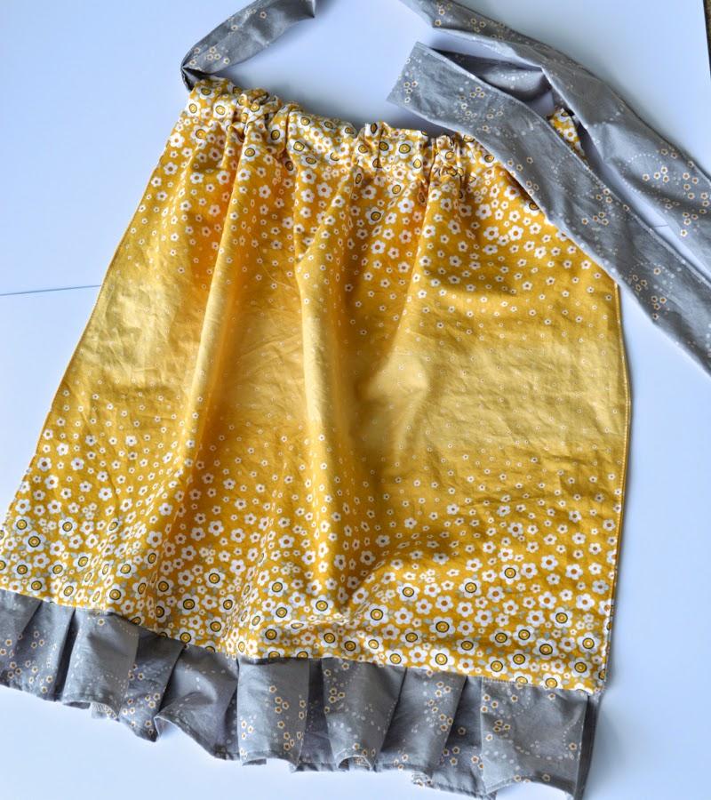 http://4.bp.blogspot.com/-x8iVCDpR3yc/U5-PHvrruHI/AAAAAAAAVKY/2EZwfLzDRCI/s1600/Adorn+It+Fabric+No+Pattern+Apron+Pinky+Hobbs6.jpg