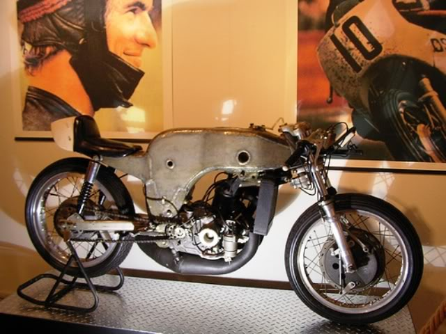 Ossa 250 monocoque racer | Santi Herrero | 1969 Grand Prix