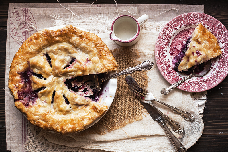 Blueberry Pie Dish & Plate