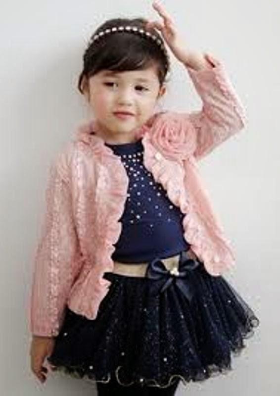 Foto anak perempuan pakai baju setelan tutu keren banget